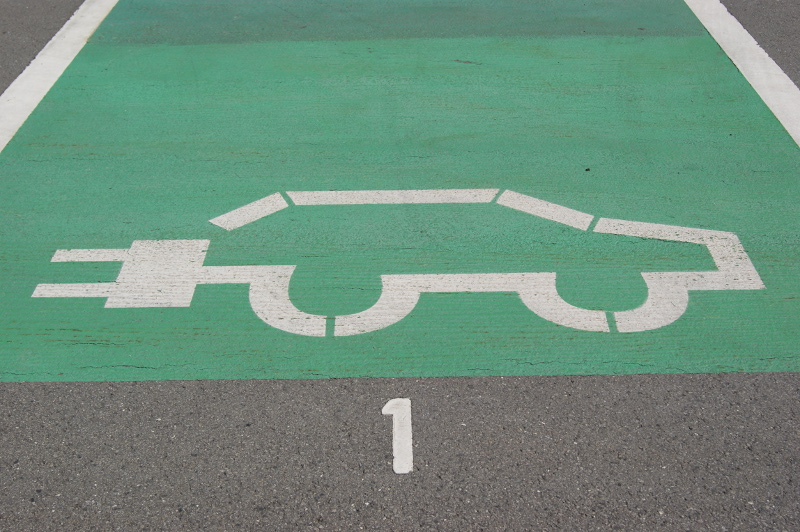 Elektrotankstellen-Parkplatz
