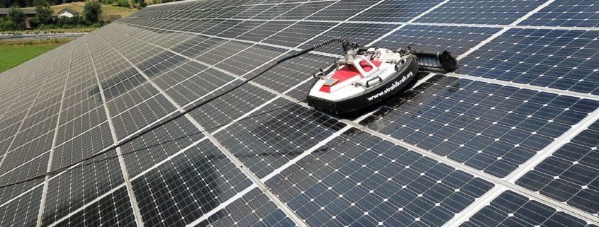 Reinigung Solarpanels durch die Gemeindewerke Erstfeld